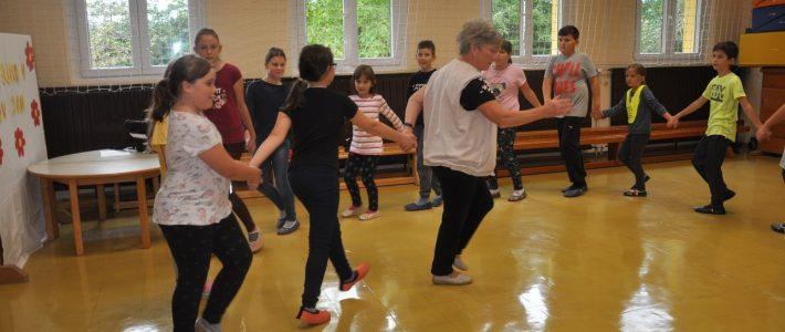 Športni dan: Bili smo plesno aktivni